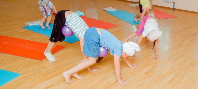 Зачем детям и подросткам нужна йога?